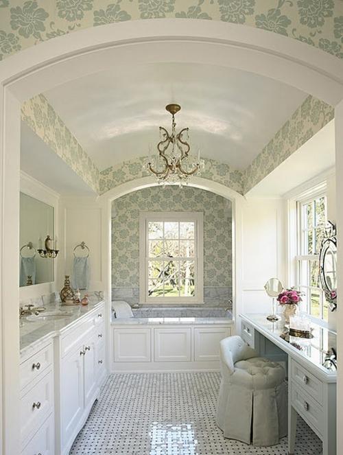 badezimmer möbel weiblich schminktisch weiß tapete muster