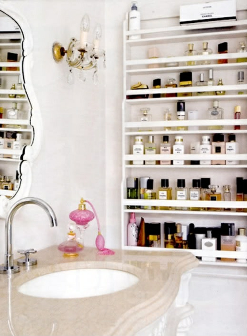 badezimmer möbel weiblich waschbecken wandregal parfüme
