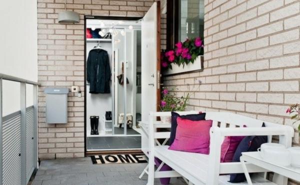 balkon design tipps möbel garnitur rosa kissen ziegelwand