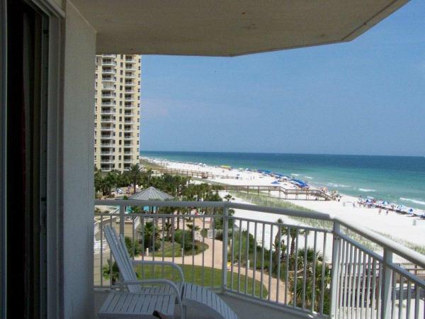 balkon ideen blick meer strand liege beistelltisch