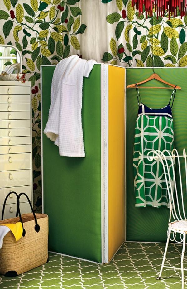 coole umkleideraum am garten pool paravent grün holz selbstgemacht