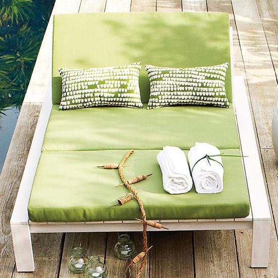 schöne garten dekoration im sommer doppelliege grün auflage
