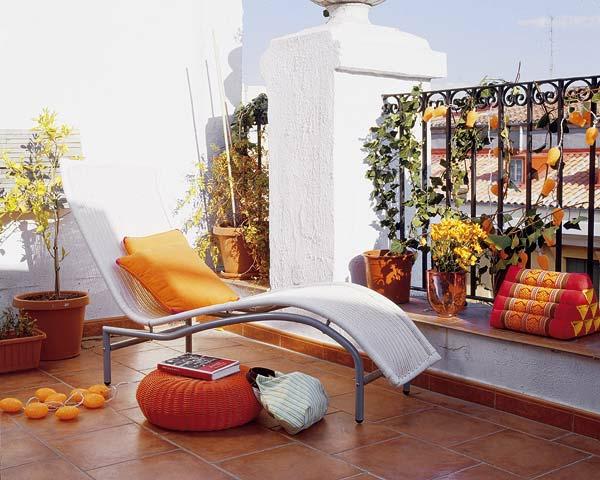 den balkon einrichten geflochten orange liegen