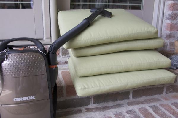 die verschiedenen gartenmöbel reinigen staubsaugen auflagen