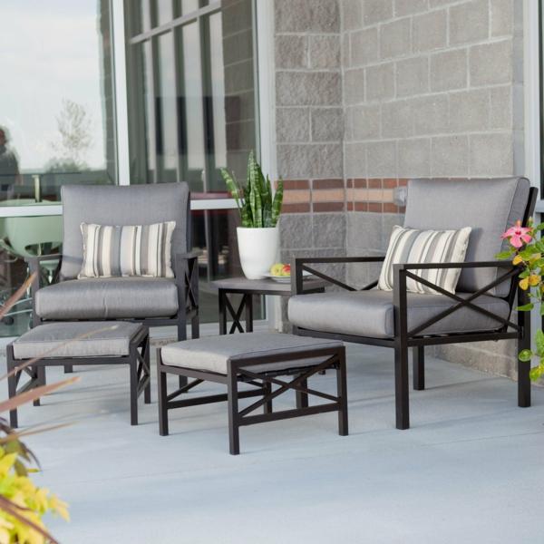einen ruhigen balkon gestalten balkonmöbel massiv grau