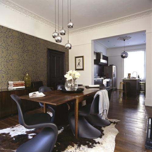 esszimmer stilvoll elegant glanzvoll hängen lampen akrylstuhl
