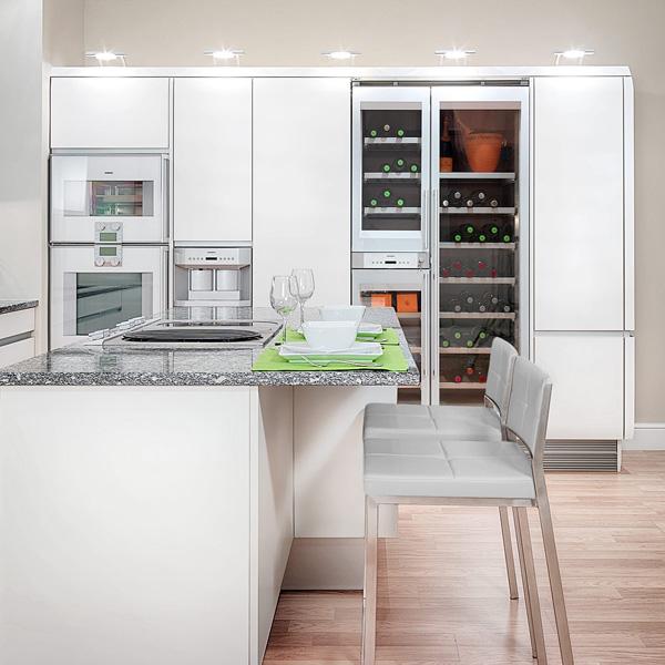 frische coole küchen farben arbeitsplatte holz hell modern weiß