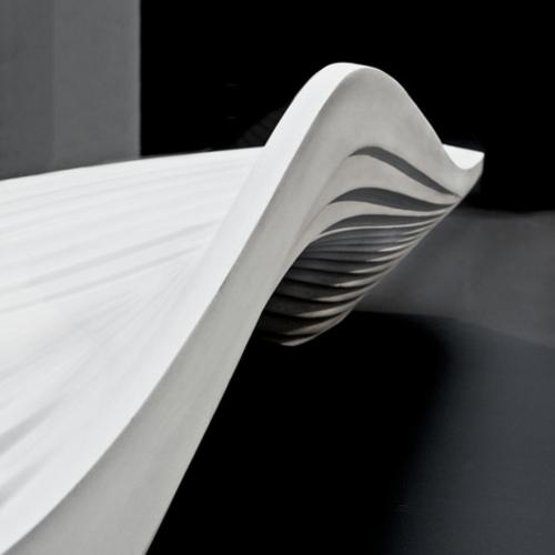 futuristische coole sitzbank design rücklehne kurve