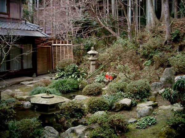 gartengestaltung mit steinen japanischer garten hinterhof teich