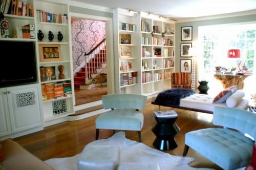 hausbibliothek anordnen bücher regale wohnzimmer