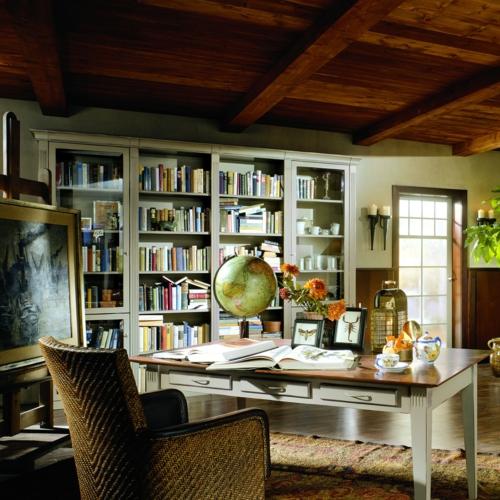 haus bibliothek bunt wandregale holz sessel klassisch