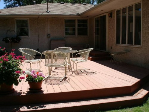 Holz Boden Belag im Garten idee baum metall möbel