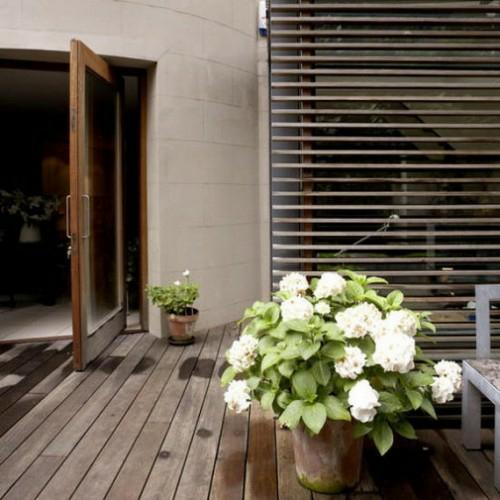 Holz Boden Belag im Garten idee baum terrasse blumen