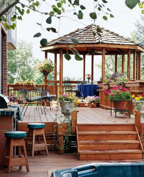 Holz Boden Belag im Garten idee gartenlaube barstuhl