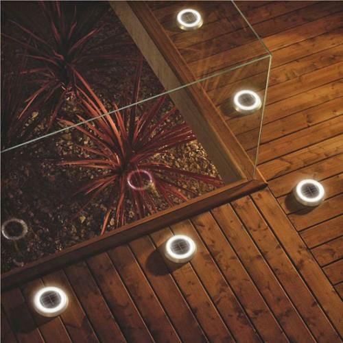 Holz Boden Belag im Garten idee indirekte beleuchtung eingebaut