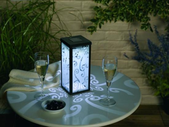 ideen f r indirekte beleuchtung im garten erhellen sie. Black Bedroom Furniture Sets. Home Design Ideas