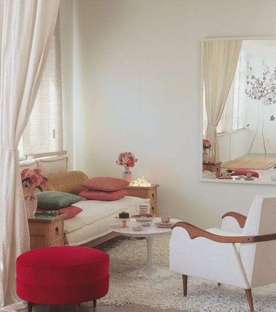interior design ideen weiblich wohnzimmer pastellfarben sofa sessel hocker