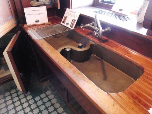 küchen spüle mit unterschrank klassisch holz stabil aufgeteilt