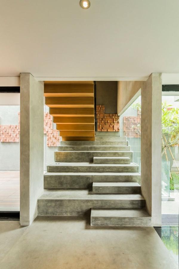 Treppen architektur design  Kasten-förmiges Haus Design Lumber von Atelier Riri in Indonesien