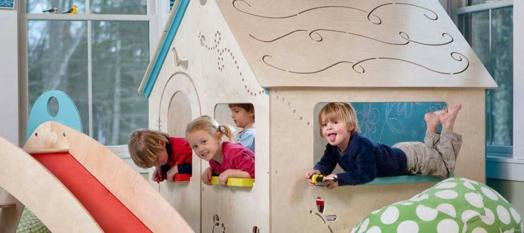 kinderzimmer gestalten bett spielplatz mädchen holz häuschen