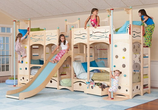 kinderzimmer gestalten coole spielbetten f r kleinkinder aus naturholz. Black Bedroom Furniture Sets. Home Design Ideas