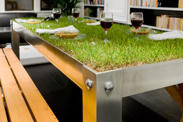 Kleinen Balkon Gestalten Pflanzen Rasen Tisch Idee Natur