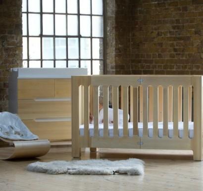 Babyzimmer gestalten beige  Kleines Babyzimmer gestalten - modernes faltbares Gitterbett