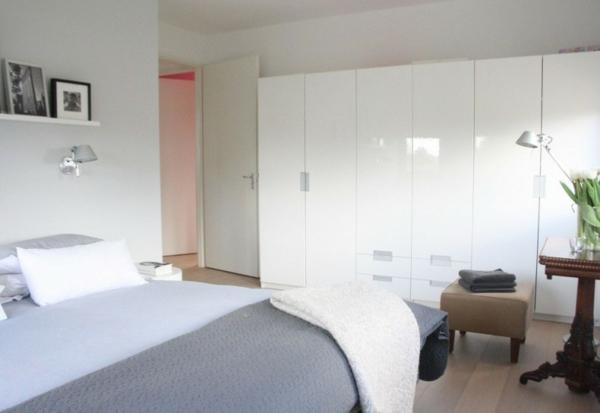 minimalistisches haus design schlafzimmer weiß kleider schrank