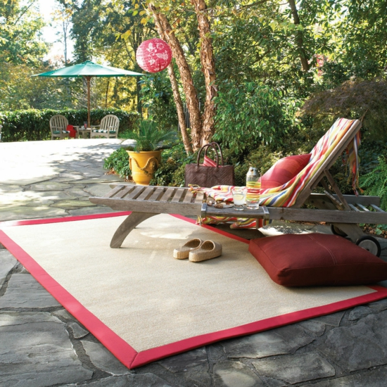modernes, rustikales Hinterhof Design holz liege teppich