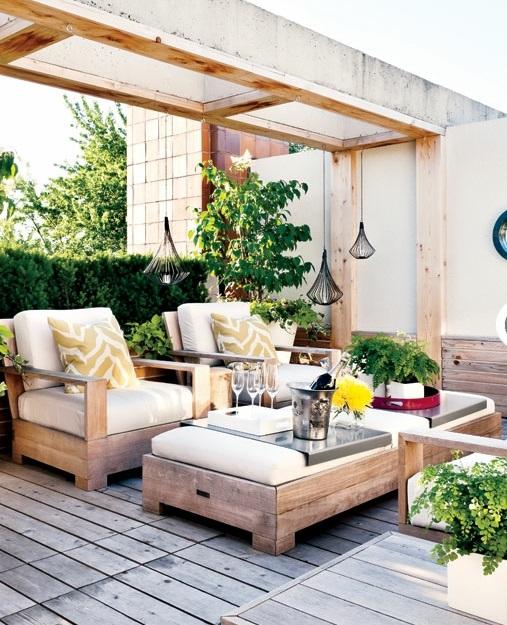 modernes rustikales hinterhof design holz möbel weich auflagen