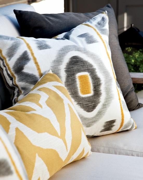cooles rustikales hinterhof design wurfkissen grau gelb schattierung