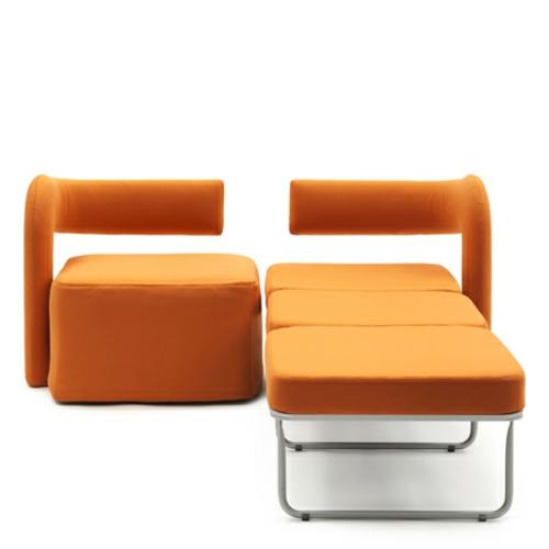 orange stuhl in einzelbett umgewandelt ausziehbett zwei