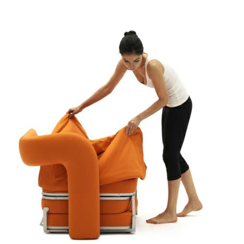 orange sessel in einzelbett umgewandelt bequem
