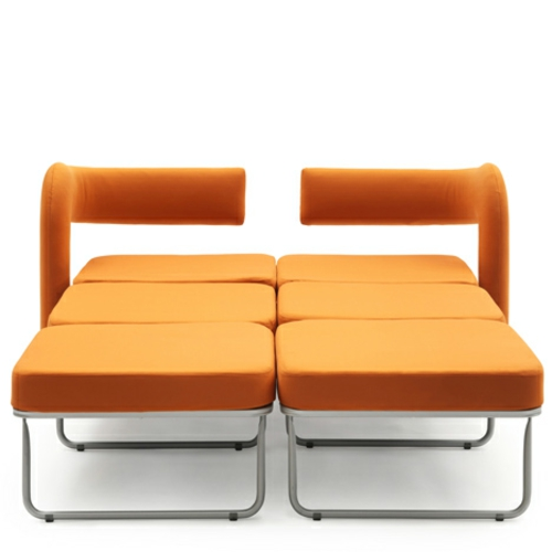 orange sessel in ausziehbett  umgewandelt doppelbett