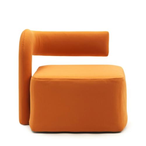 orange sessel in einzelbett umgewandelt gepolstert