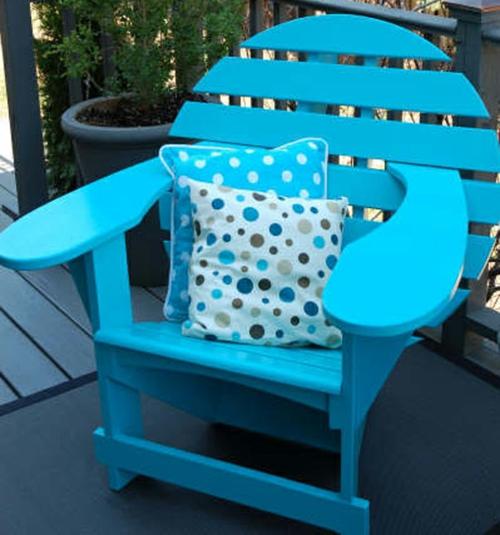 relax stuhl im garten blau möbelgarnitur holz