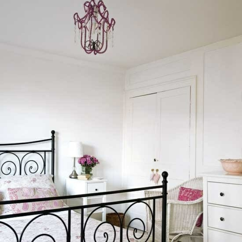 Romantische Schlafzimmer Designs Weiß Wand Schwarz Bettrahmen picture