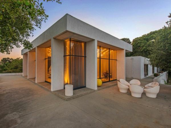 Schicke Residenz in Kalifornien gelegen außenbereich sitzplatz