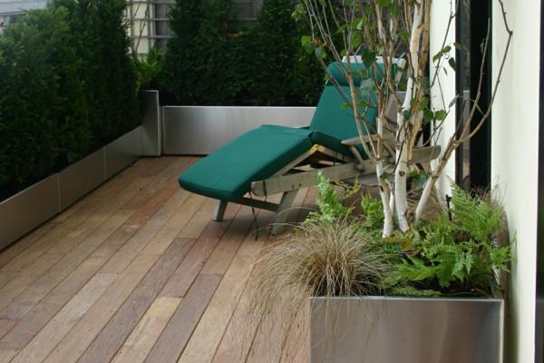 sichtschutz für terrasse liege balkon hecke bäumchen zaun
