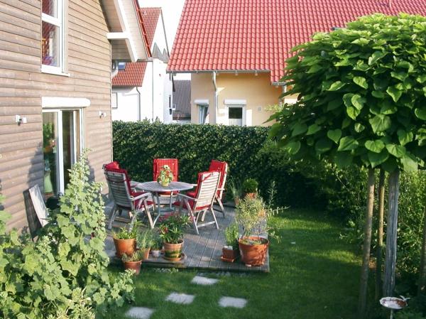 sichtschutz für terrasse möbel terrasse holzstühle hecke zaun