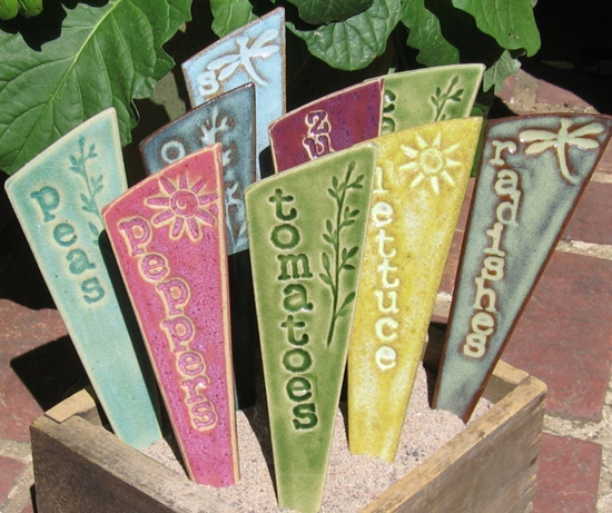 sommer garten deko ideen absteckpfahl gemüse vegitarisch