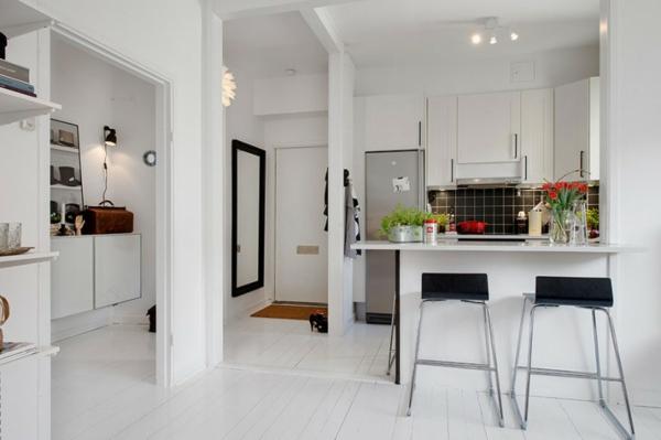 trendy apartment küche barstuhl fliesenspiegel