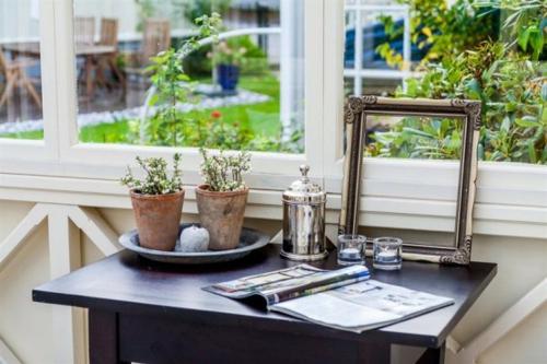 vintage veranda aus glas holz beistelltisch schwarz blumentopf