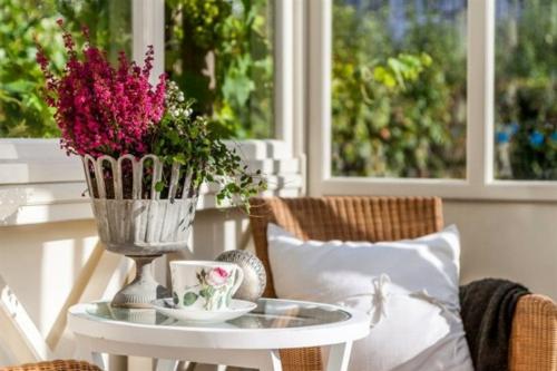 vintage veranda aus glas holz weiß altmodisch elegant
