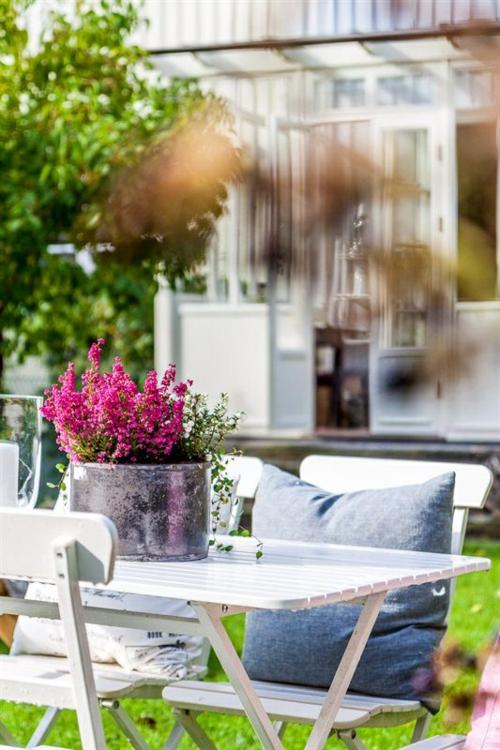 vintage veranda aus glas metall topf blumen rosa blüten