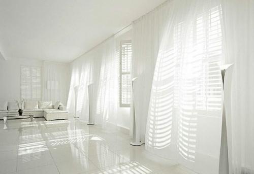 weiße interior design ideen studio glanzvoll bad luftige gardinen