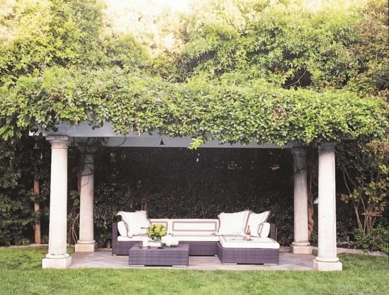 wohnbereich im garten gestalten herrliche sitzecken im freien. Black Bedroom Furniture Sets. Home Design Ideas