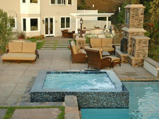 wohnbereich im garten gestalten schwimmpool beige möbel