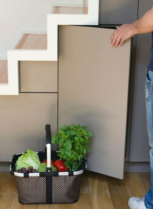 Coole platzsparende Lagerung Ideen im Treppenhaus