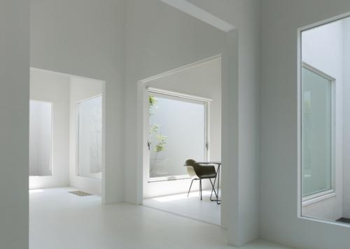 Fenster zwischen zwei räumen  Japanisches Zahnklinik Design vom Architekten Hironaka Ogawa entworfen